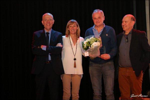 Uit dankbaarheid voor zijn inspanningen bij een sportclub werd hij bedacht met de Trofee voor Sportverdienste. Frank Heirman die reeds 20 jaar peter is van de mountainbike routes in de gemeente.